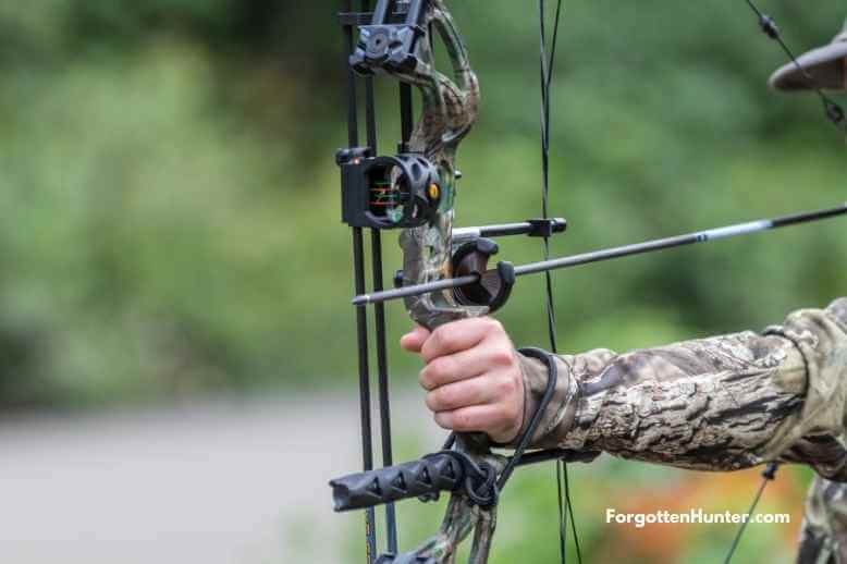 Fully equipped bow including quiver